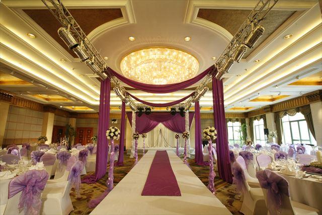 結婚式場それぞれの特徴やメリットを知っておこう